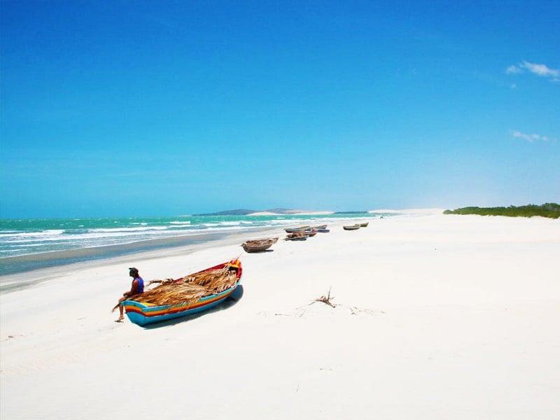 Praia de Jericoacoara nos arredores de Fortaleza: Barcos