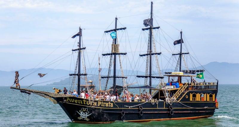 Passeios em Florianópolis: Barco Pirata