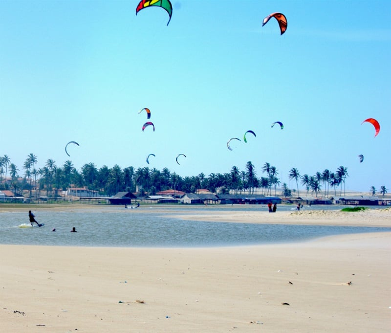 Praia do Cumbuco nos arredores de Fortaleza: Kite