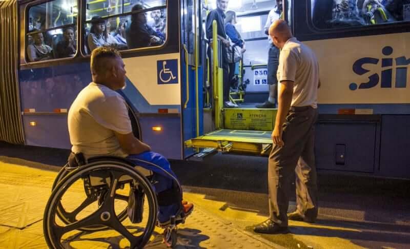 Deficientes Físicos em Florianópolis: Meios de transportes adaptados