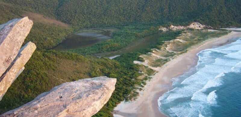 Praia da Lagoinha do Leste em Florianópolis: Morro das Coroas