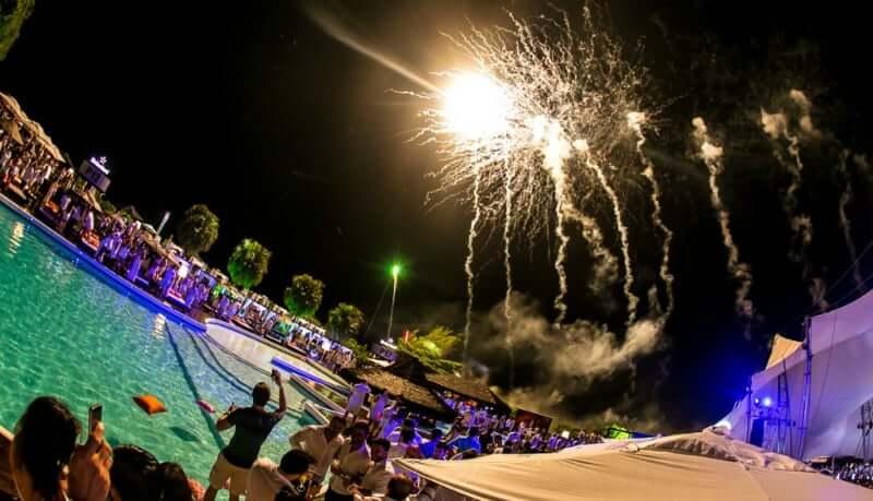 Réveillon em Florianópolis: Queima de fogos no beach club