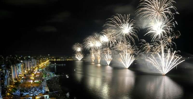 Réveillon em Florianópolis: Queima de Fogos na Av. Beira-Mar