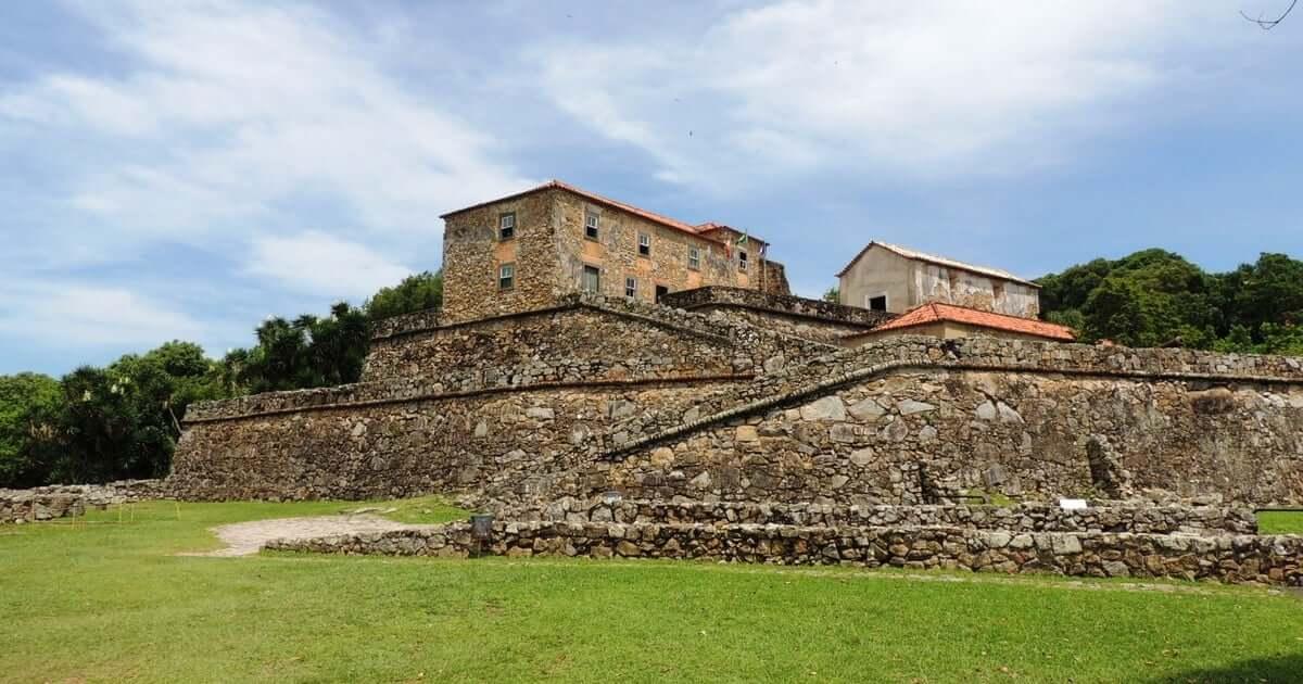 Mapa Turístico de Florianópolis: Fortaleza de São José da Ponta Grossa na Praia do Forte