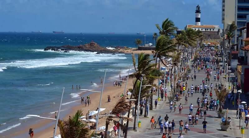 Praia do Farol da Barra em Salvador: Movimentação da Orla da Praia do Farol da Barra