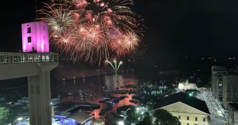 Ano Novo em Salvador: Show de fogos na Praça Cairu