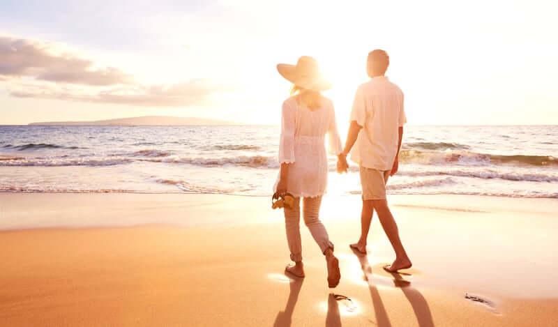 Lua de mel em Salvador: Casal na praia