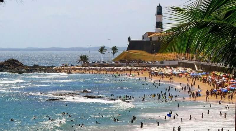 Praia do Farol da Barra em Salvador: Movimento da praia