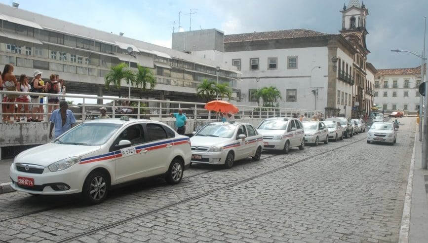 Como ir do aeroporto de Salvador até o centro turístico: Táxis
