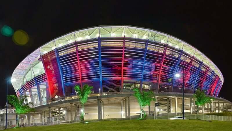 Arena Fonte Nova em Salvador: Fachada Iluminada