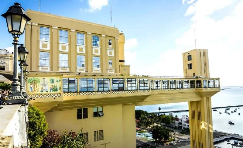 Elevador Lacerda em Salvador: Lateral do elevador