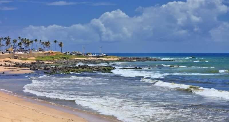 Praia de Itapuã em Salvador: Mar de Itapuã