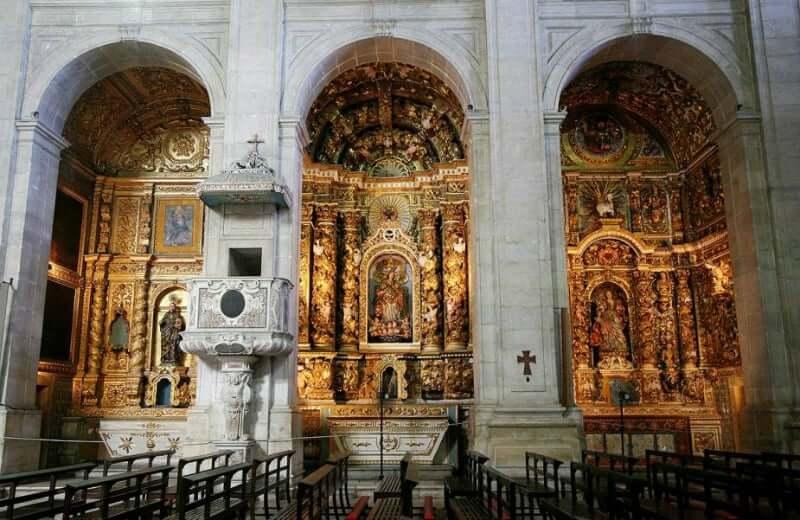 Catedral Basílica Primacial de São Salvador em Salvador: Colunas e altares
