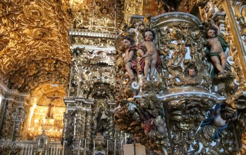 Igreja e Convento de São Francisco em Salvador: Detalhes das colunas