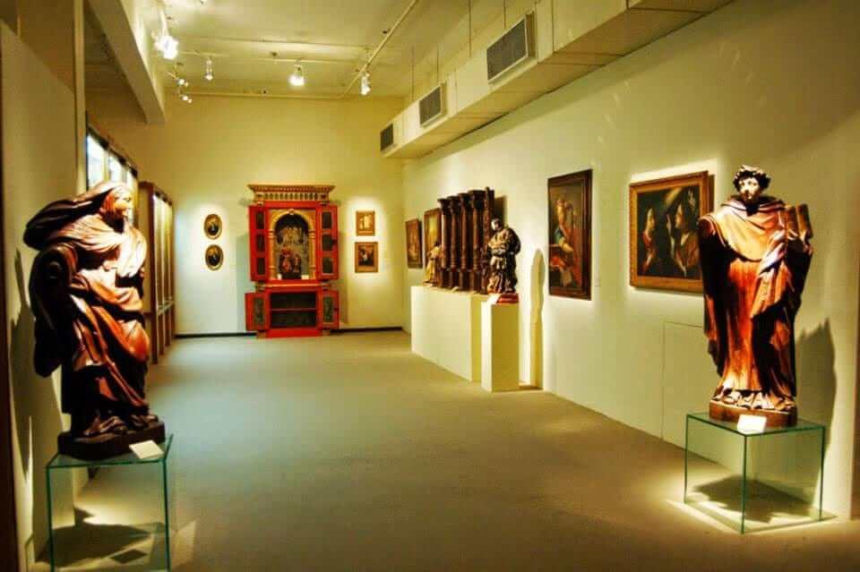 Museu de Arte da Bahia em Salvador: Quatros e esculturas