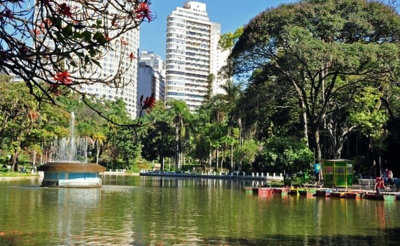 Parque Municipal Américo Renné Giannetti em Belo Horizonte: Lagoas e áreas arborizadas
