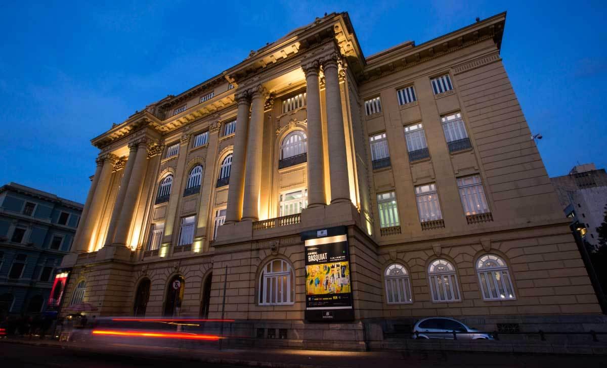 Centro Cultural Banco do Brasil em Belo Horizonte: Iluminado a noite