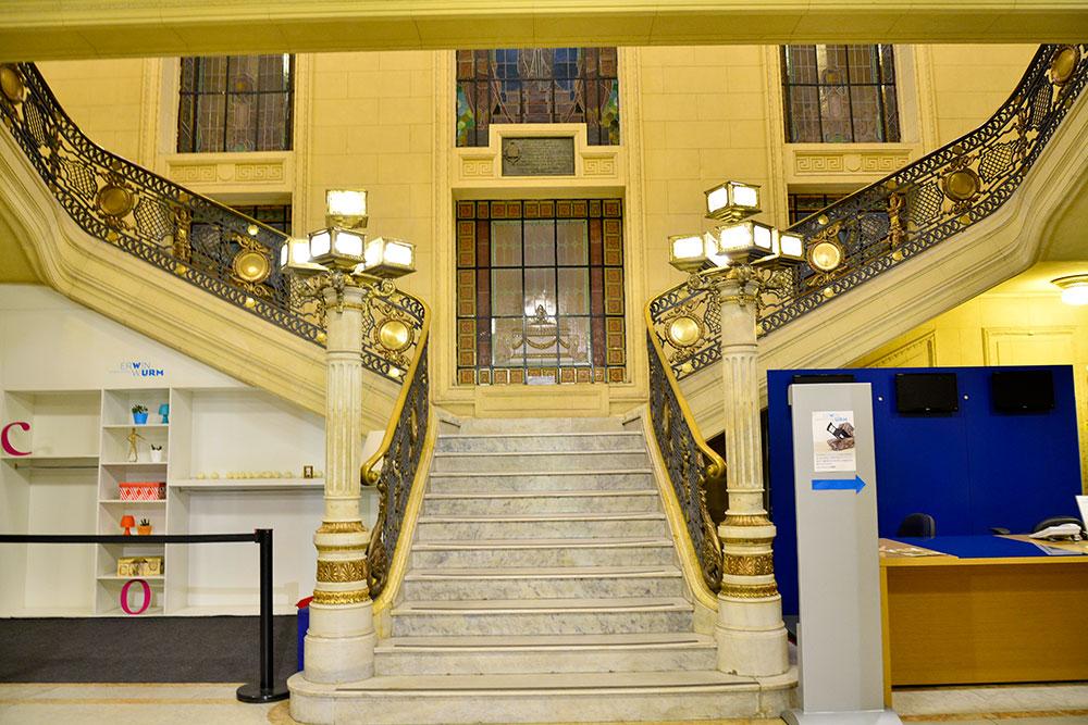 Centro Cultural Banco do Brasil em Belo Horizonte: Escadaria do hall de entrada