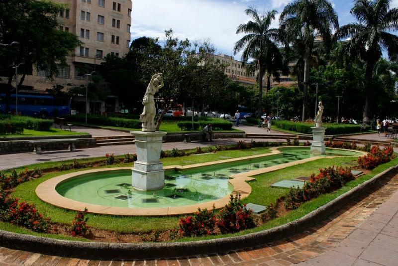 Praça da Estação em Belo Horizonte: Fontes e jardins