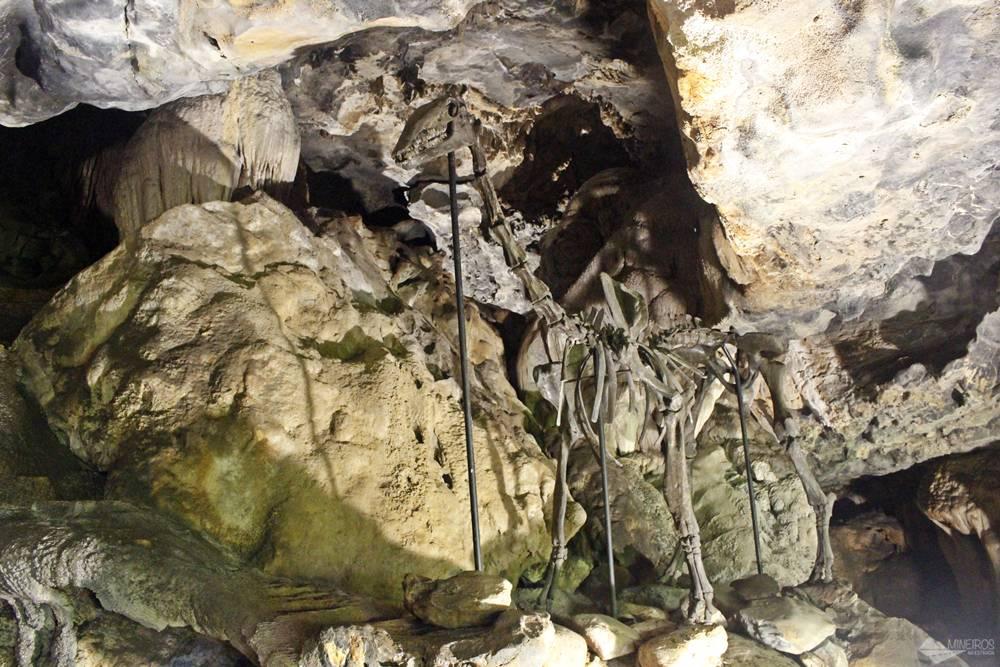 Gruta Rei do Mato em Belo Horizonte: Réplica de um dinossauro na Gruta Rei do Mato